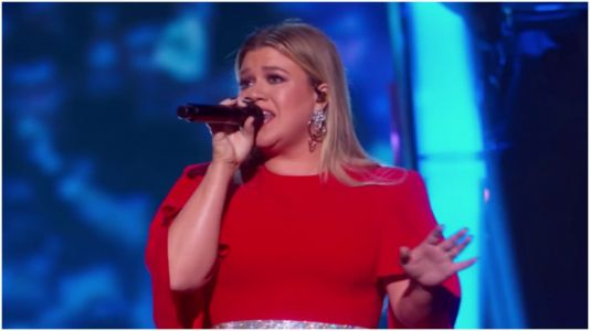 Kelly Clarkson Covered 'Fancy' In Honor Of Reba McEntire And It Was Glorious