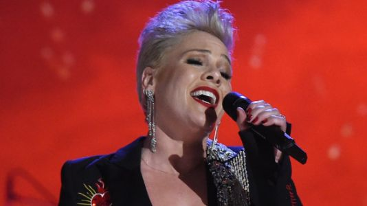 Listen To Pink Completely Nail 'Jolene' During Dolly Parton Tribute