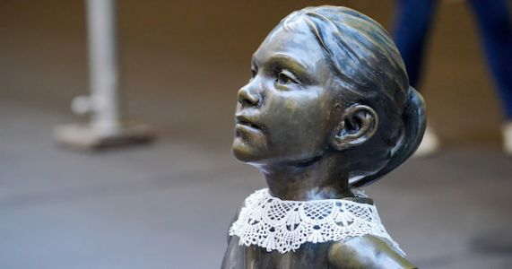 Someone Put RBG's Collar On The 'Fearless Girl' And It's So Perfect