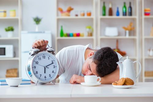 5 Reasons You Feel Sleepy & Less Productive after a Meal & What You Can Do about It