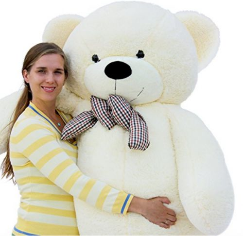 This Giant Teddy Bear Was Falsely Advertised And No One Can Stop Laughing