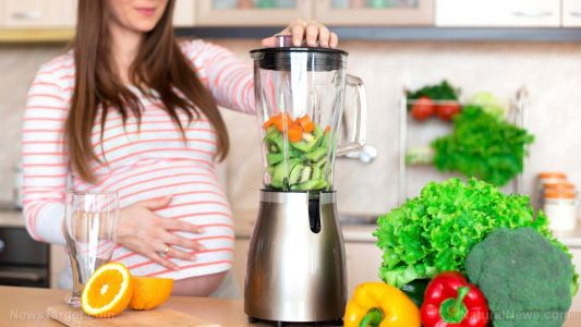 Researchers recommend organic food and vitamins for pregnant women to reduce the risk of cancer and autism