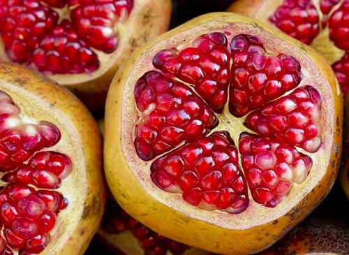 Plants are better than chemicals at stopping cancer: Pomegranates suppress cancer stem cells