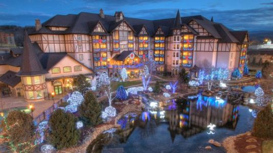 This Breathtaking Inn Celebrates Christmas 365 Days A Year - Yes Please