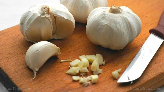 "Cooking with the ""stinking rose"": The 7 health benefits of garlic"