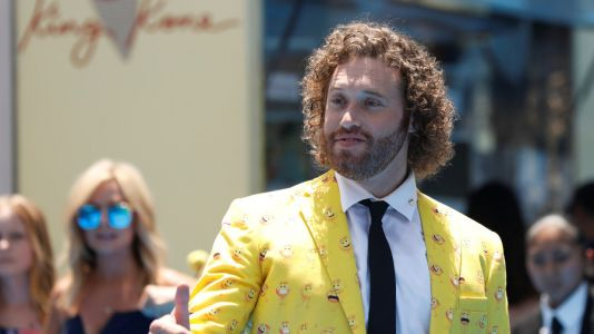 Hollywood star T. J. Miller arrested for making terrorist-style bomb threat at LaGuardia Airport; faces five years in prison