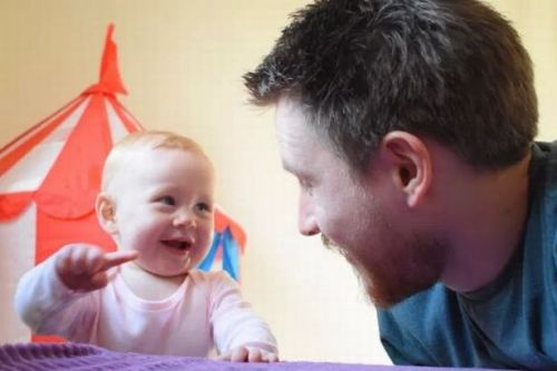 Father with postnatal depression writes heartbreaking letter to baby daughter about why he 'hated' her