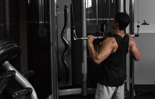 This Lat Pulldown Variation Belongs In Your Upper-Body Workout