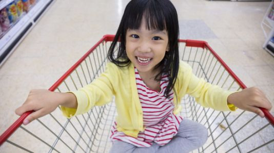 Grocery Cart Hack Goes Viral Because Parents Can't Believe They Never Thought Of It