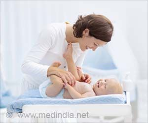 Simple 6 Ways to Treat Dry, Itchy Skin in Babies