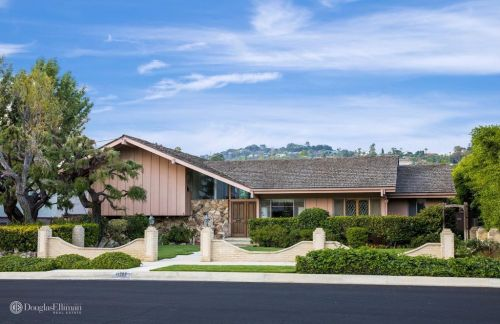 The Brady Bunch House Is For Sale And It's Making Us Nostalgic AF
