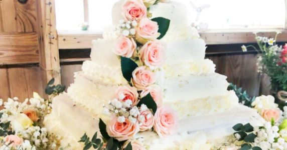 This DIY Costco Wedding Cake Hack Is Genius. And Only $50