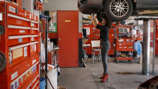 This All-Girl Auto Shop Will Fix Your Car And Your Nails At The Same Time
