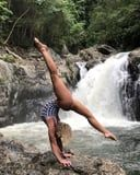 These Breathtaking Handstand Balancing Videos Are Like Eye Candy For Yogis