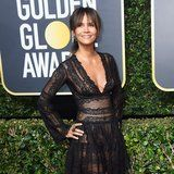 Halle Berry Doesn't Do Crunches or Sit-Ups to Sculpt Her Abs - She Uses This 1 Move