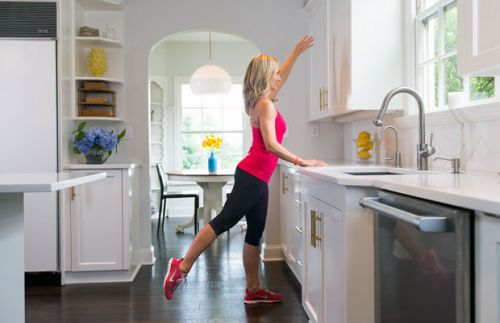 4 Fat-Burning Barre Exercises You Can Do at Home