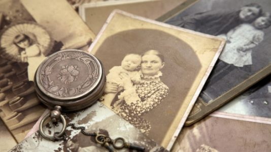 What It Was Like To Be Pregnant, Give Birth, And Name A Baby 100 Years Ago