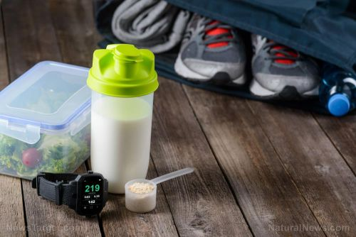 Need a late-night snack? Support your workout routine with a protein shake before going to bed