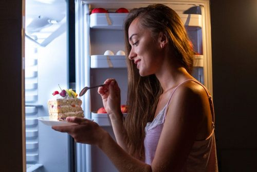 If You Have a Nighttime Snack, Here's What You Should Eat