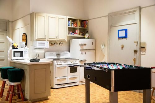 You Can Spend The Night In The Iconic 'Friends' Apartment