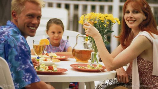 """The """"family diet"""" is best for kids: Researchers have found that children who consistently ate with their family were healthier and made better lifestyle choices"""