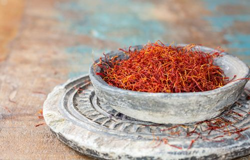 Mothers can reduce their risk of postpartum depression with saffron