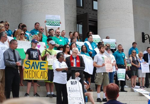 Federal funding cuts inhibit local efforts to enroll Ohioans in Medicaid, Obamacare exchanges