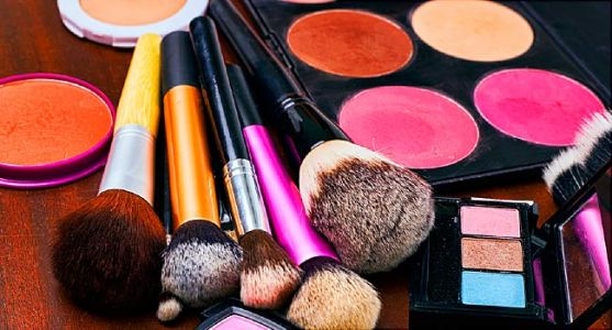 Mercury, Feces Found in Cheap, Bogus Cosmetics